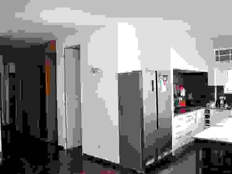 Phòng tắm phong cách hiện đại bởi D O M   Architecture interior Hiện đại