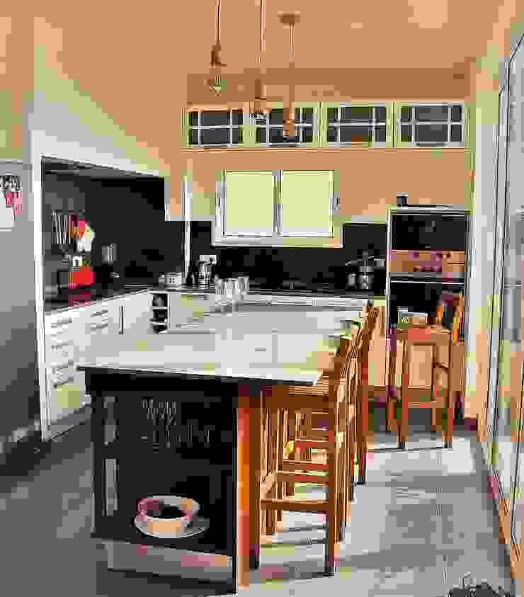 Nhà bếp phong cách hiện đại bởi D O M   Architecture interior Hiện đại