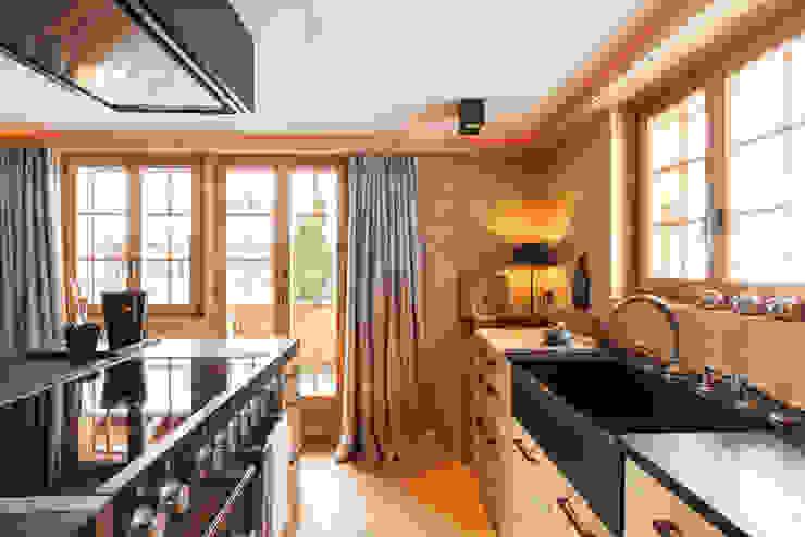 Küche in Holz:  Einbauküche von RH-Design Innenausbau, Möbel und Küchenbau Aarau,