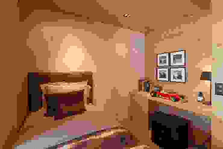 Schlafzimmer:  Kleines Schlafzimmer von RH-Design Innenausbau, Möbel und Küchenbau Aarau,