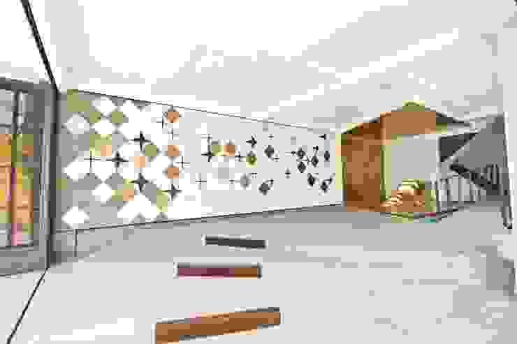Interior - Entrance Kantor & Toko Modern Oleh PHL Architects Modern