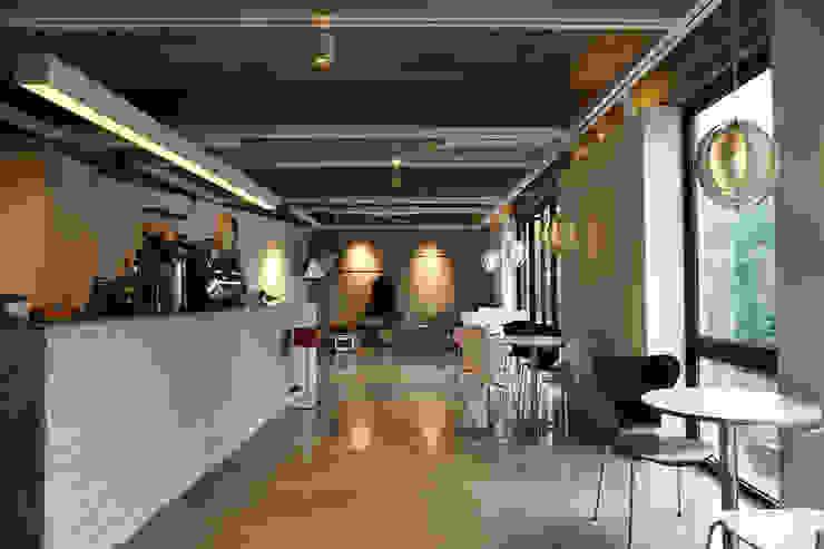 CAFE INTERIOR by 감자디자인 인더스트리얼