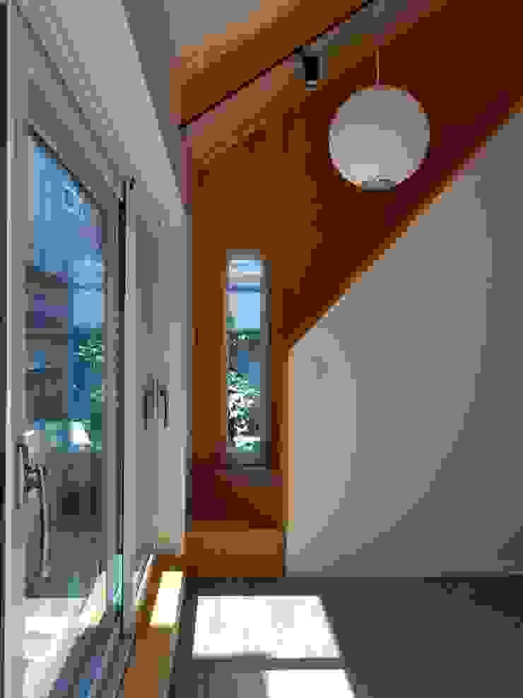 노부부를 위한 전원주택 수련집 클래식스타일 거실 by 주식회사 큰깃 클래식