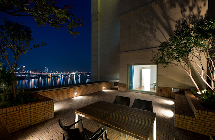 L HOUSE (청담동 카일룸) 미니멀리스트 정원 by M's plan 엠스플랜 미니멀