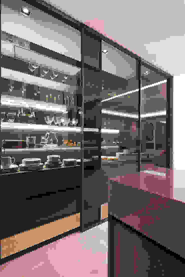 Minimalist dining room by M's plan 엠스플랜 Minimalist