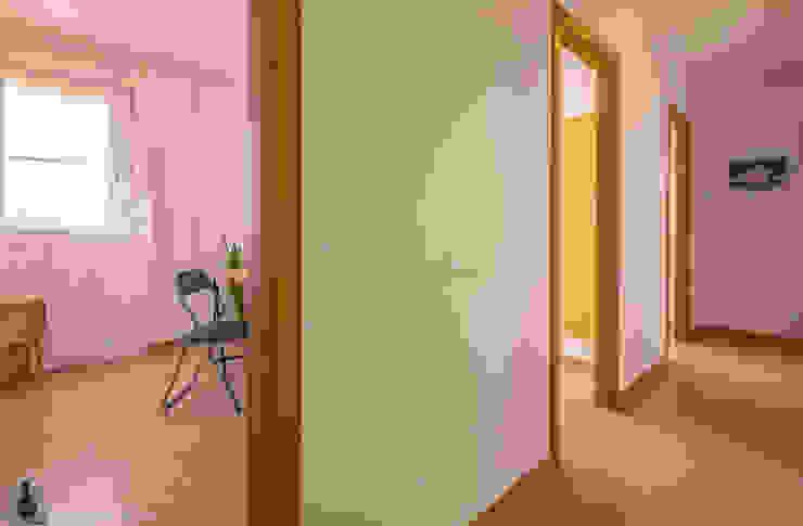 인더스트리얼 복도, 현관 & 계단 by Home Staging Tarragona - Deco Interior 인더스트리얼