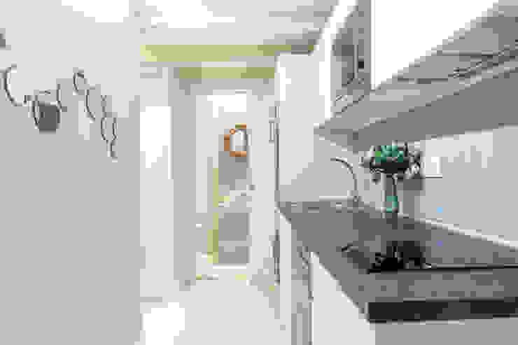Apartamento en Gran Vía. Madrid de Estudio Mercedes Arce Ecléctico Compuestos de madera y plástico