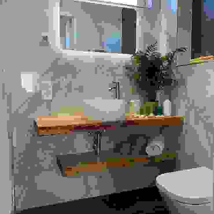 Baño pequeño con plato de ducha Baños de estilo moderno de Marbag C.B Moderno