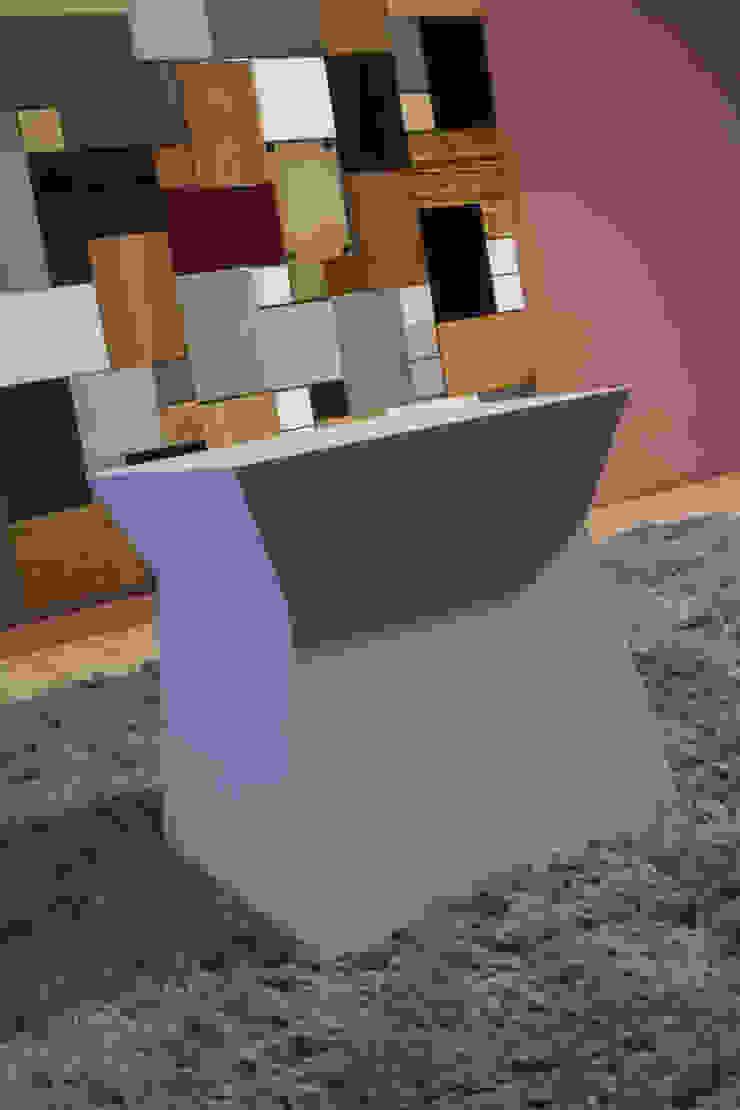 modern  by Arredamenti Caneschi srl, Modern Wood Wood effect