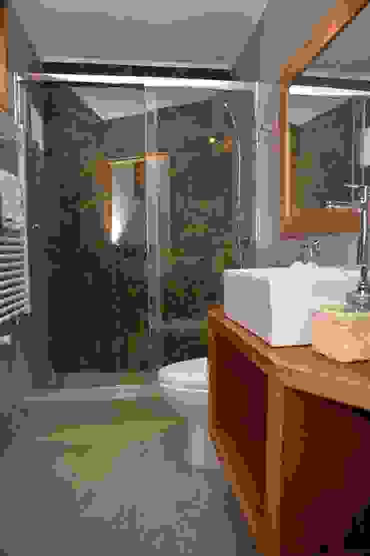 モダンスタイルの お風呂 の KIMCHE ARQUITECTOS モダン コンクリート