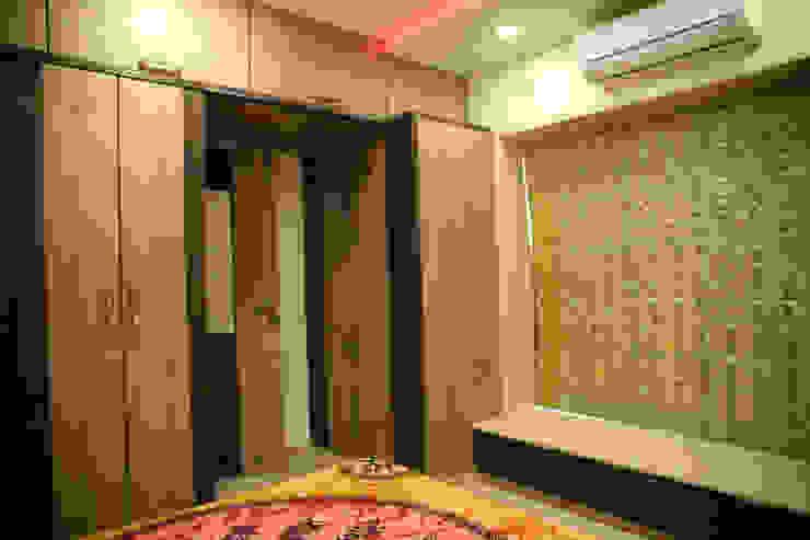 Interior Designing Sabita Enterprises BedroomWardrobes & closets Plywood Brown