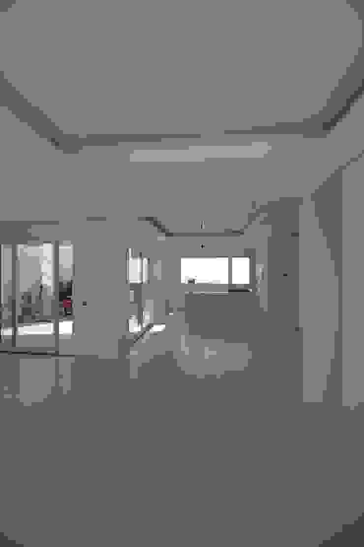 Ruang Makan Modern Oleh Giuseppe Rappa & Angelo M. Castiglione Modern Keramik