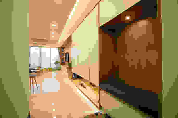【極 光】 斯堪的納維亞風格的走廊,走廊和樓梯 根據 欣和室內裝修有限公司 北歐風