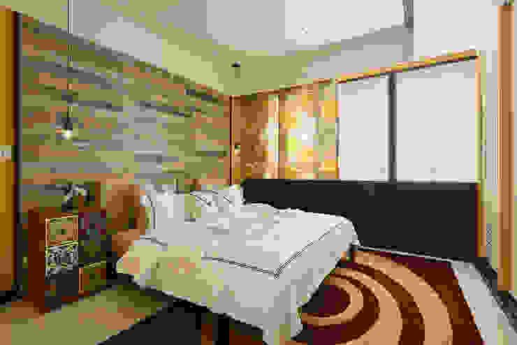生活與設計平行 寬林室內裝修設計有限公司 臥室床與床頭櫃 磁磚 Yellow