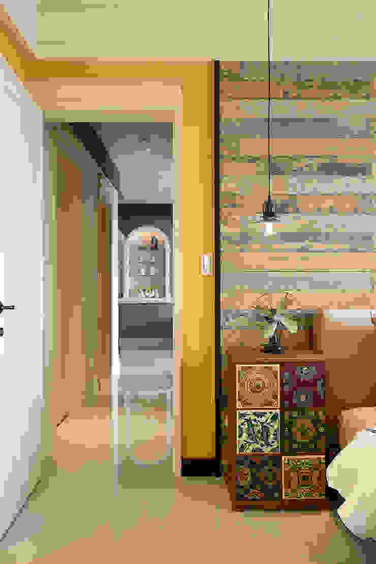 生活與設計平行 寬林室內裝修設計有限公司 臥室床頭櫃 磁磚 Yellow