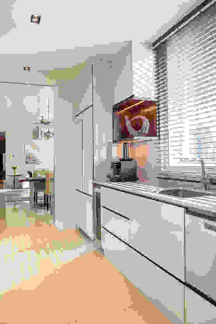 Kitchen Design by Design Intervention Minimalist kitchen by Design Intervention Minimalist