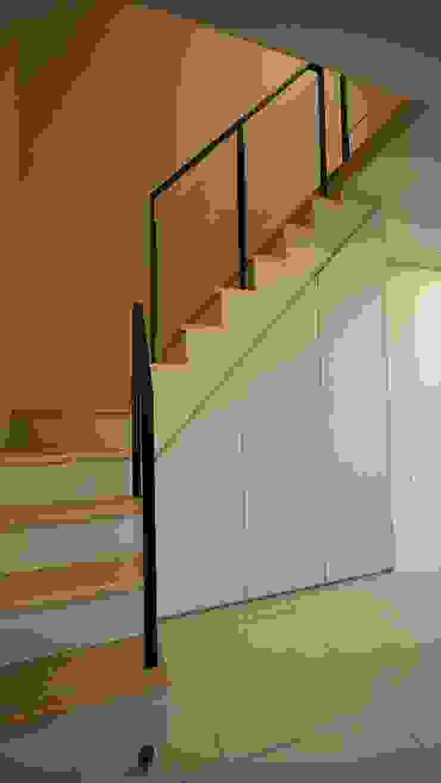 夾層樓梯 根據 璞玥室內裝修有限公司 現代風 複合木地板 Transparent