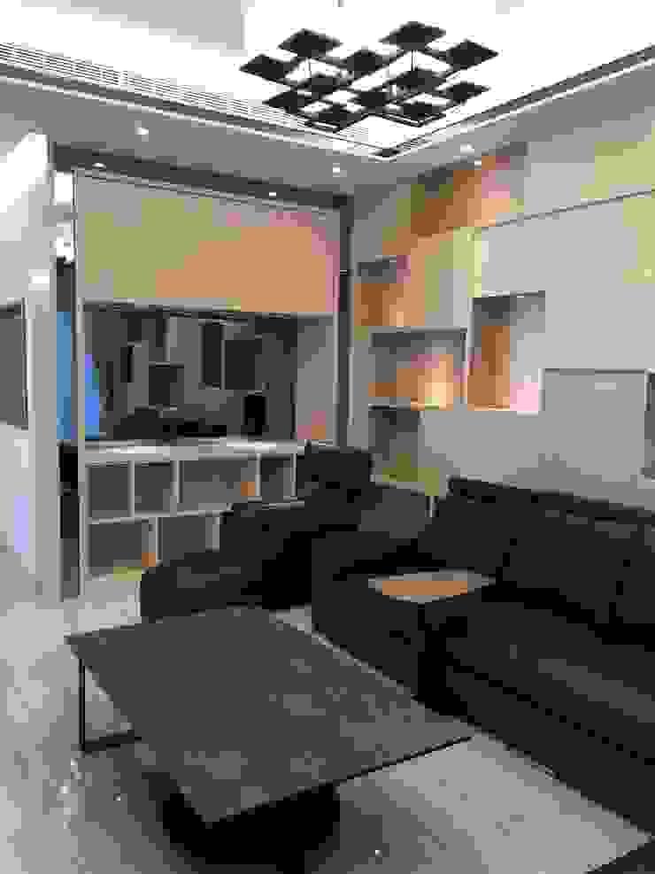 客廳造型櫃體 现代客厅設計點子、靈感 & 圖片 根據 台中室內設計裝修|心之所向設計美學工作室 現代風