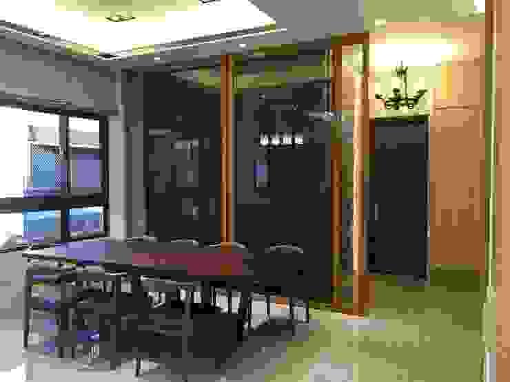 隱藏門(後方有廁所) 根據 台中室內設計裝修|心之所向設計美學工作室 現代風