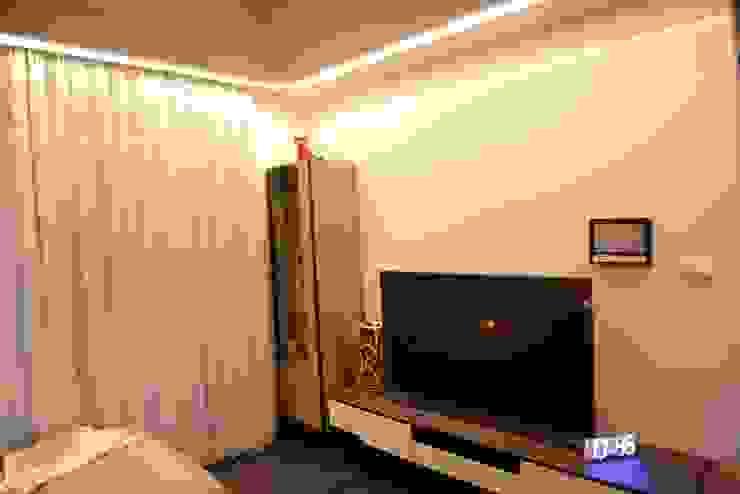 時尚單身公寓|紳士的品格 台中室內設計裝修|心之所向設計美學工作室 现代客厅設計點子、靈感 & 圖片