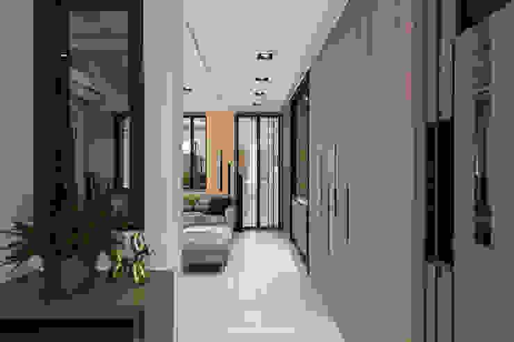 玄關 Modern Corridor, Hallway and Staircase by 璞玥室內裝修有限公司 Modern Solid Wood Multicolored