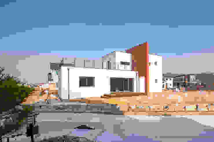 넓은 창과 테라스, 그리고 가벽으로 완성 by 한글주택(주)
