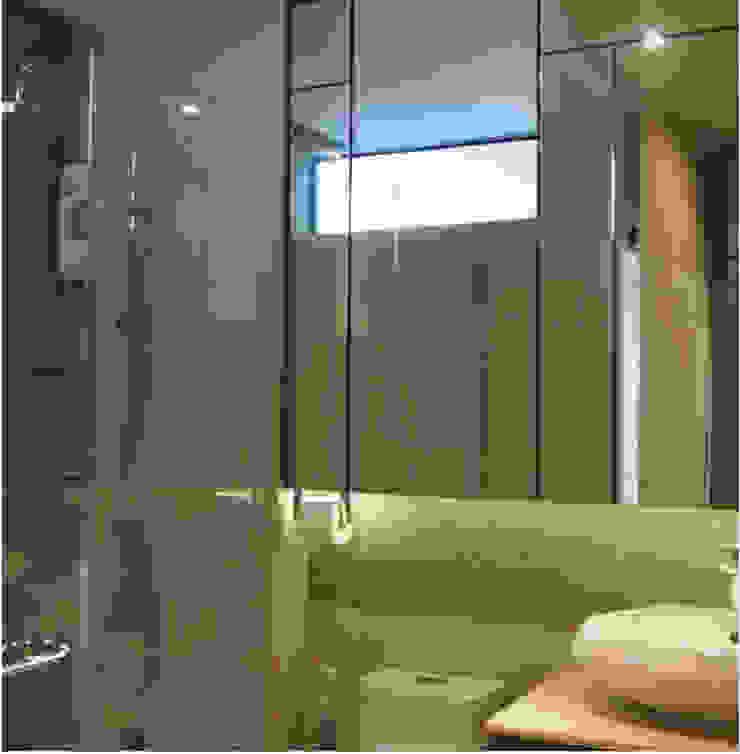 Phayatai Plaza Condominium Modern Bathroom by UpMedio Design Modern