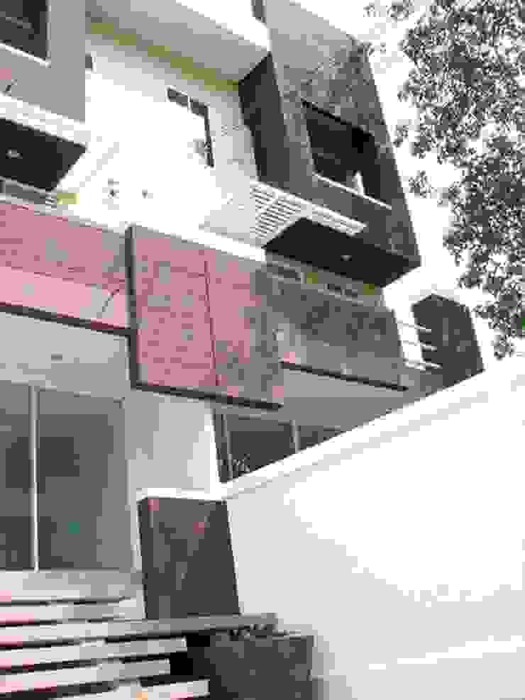 Renovation by UpMedio Design Modern