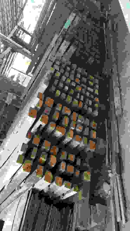 Jual balok kayu jati lawas Ruang Komersial Gaya Industrial Oleh Jati mulya indah Industrial Kayu Wood effect