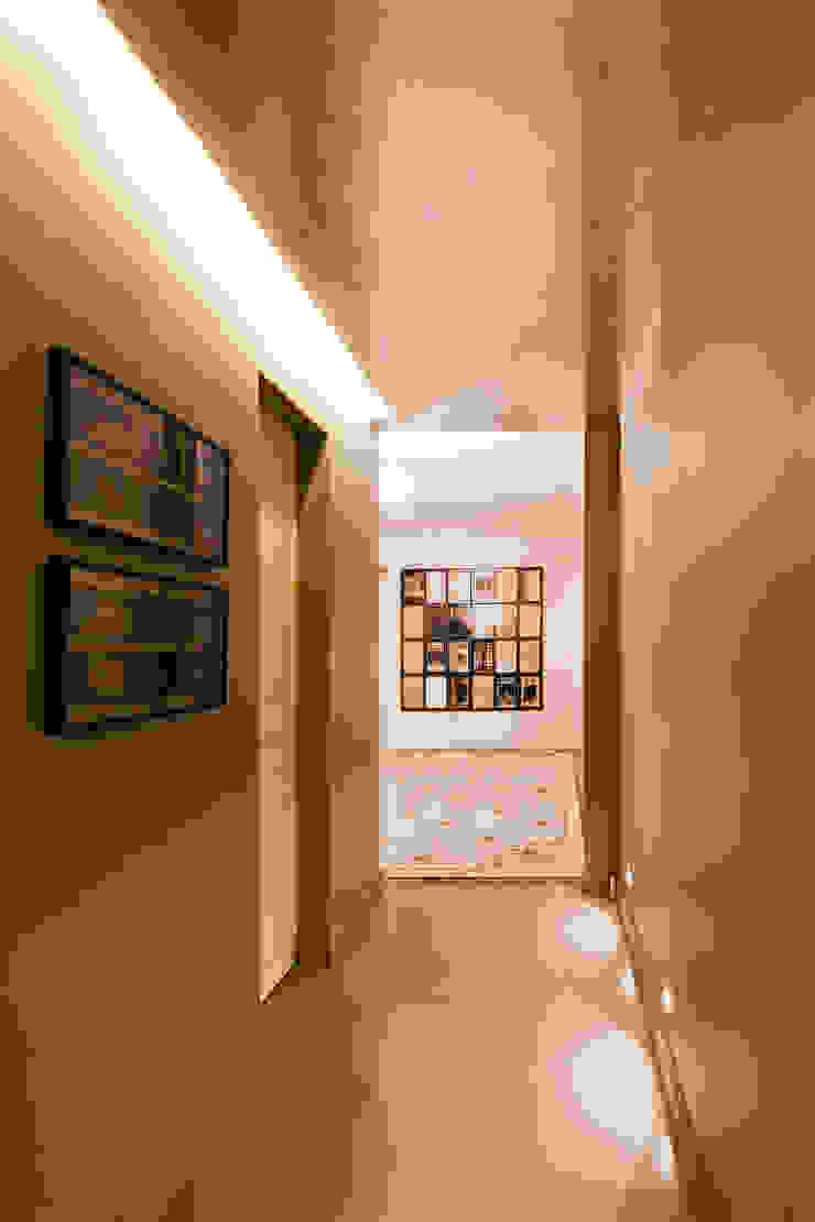 Couloir Couloir, entrée, escaliers originaux par Catalina Castro Blanchet Éclectique Métal