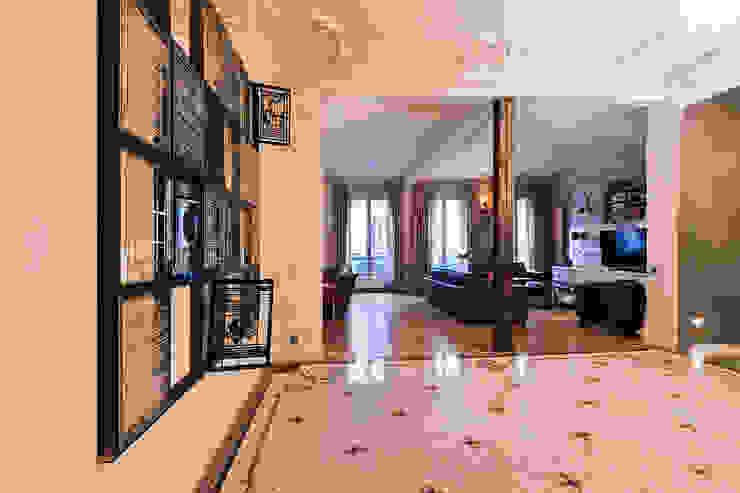 Hall d'entrée. Couloir, entrée, escaliers originaux par Catalina Castro Blanchet Éclectique