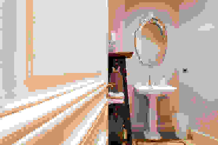 WC Salle de bain originale par Catalina Castro Blanchet Éclectique