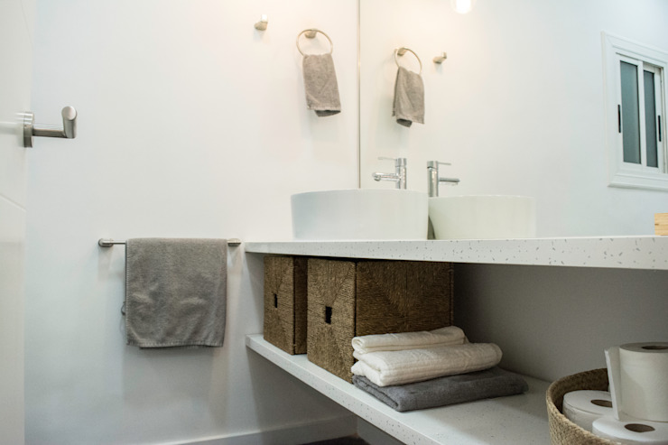 Modern Bathroom by Escarra arquitectos y asociados SAS Modern