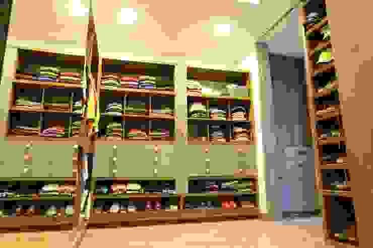 غرفة الملابس تنفيذ Intrazzo Mobiliairo, حداثي اللوح