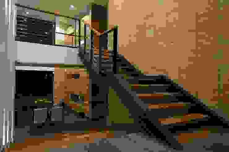 Casa VM Carpinteria Arquitectonica de Intrazzo Mobiliairo Moderno Madera maciza Multicolor
