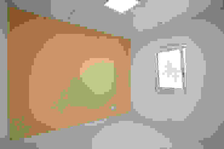 Modern Kid's Room by 반디건축디자인 Modern