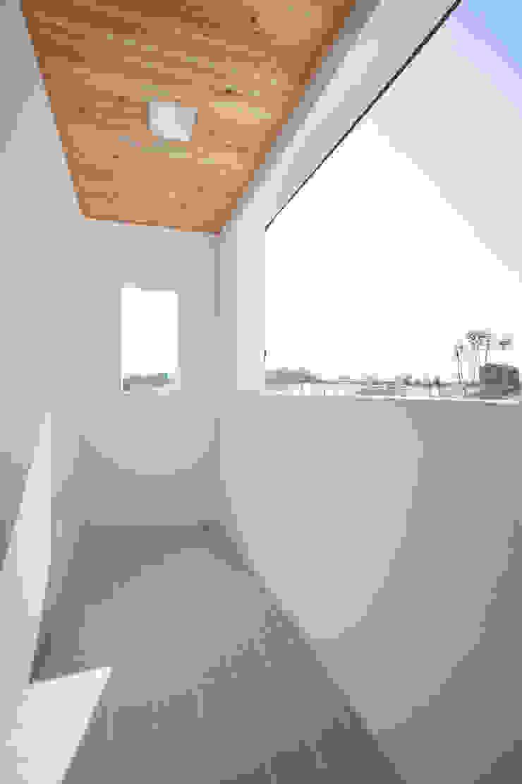 Modern Terrace by 반디건축디자인 Modern