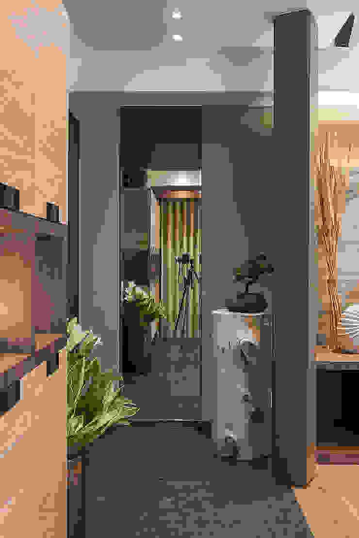 宸域空間設計有限公司 Ingresso, Corridoio & Scale in stile asiatico