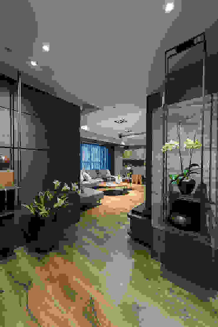 宸域空間設計有限公司 Ingresso, Corridoio & Scale in stile classico