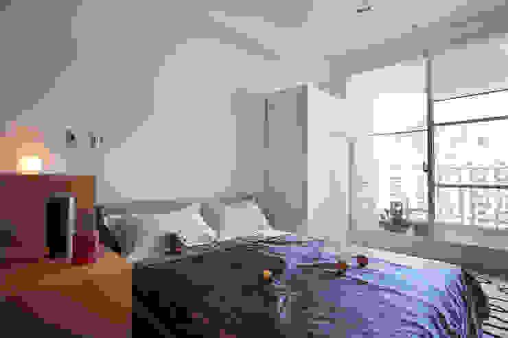 躺在床上可望向無敵美景: 斯堪的納維亞  by 弘悅國際室內裝修有限公司, 北歐風