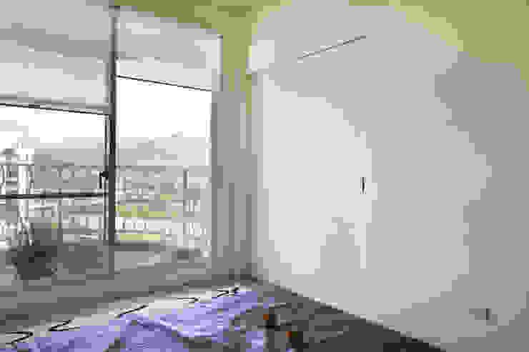 衛浴藏在拉門後 根據 弘悅國際室內裝修有限公司 北歐風