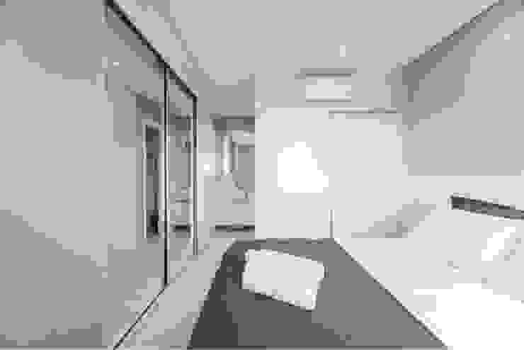 Vilaville Modern style bedroom
