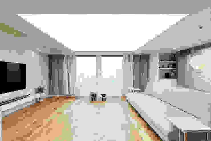 63평 더샵스타리버 아파트 인테리어 _ 모던 내츄럴 스타일의 힐링하우스 모던스타일 거실 by 영훈디자인 모던