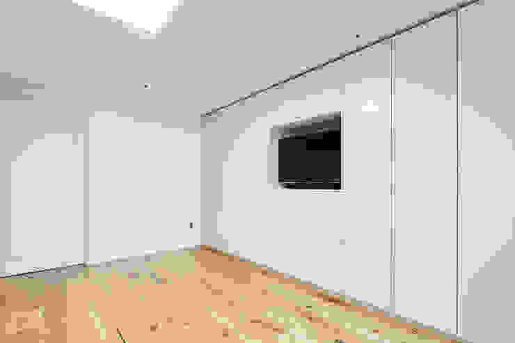 63평 더샵스타리버 아파트 인테리어 _ 모던 내츄럴 스타일의 힐링하우스 모던스타일 미디어 룸 by 영훈디자인 모던
