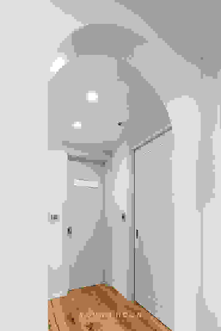 63평 더샵스타리버 아파트 인테리어 _ 모던 내츄럴 스타일의 힐링하우스 모던스타일 드레싱 룸 by 영훈디자인 모던