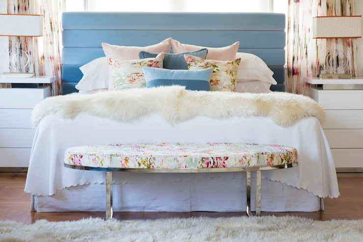 Floral Bedroom Design by Design Intervention Classic style bedroom by Design Intervention Classic