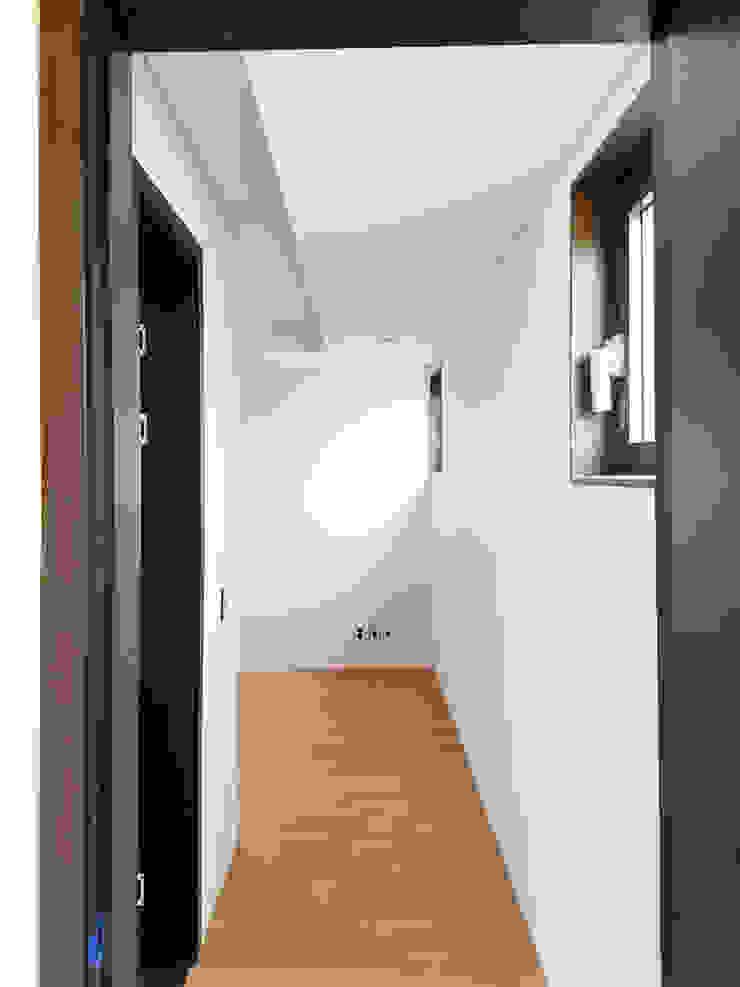 2층 방 모던스타일 미디어 룸 by 호림건축사사무소 모던