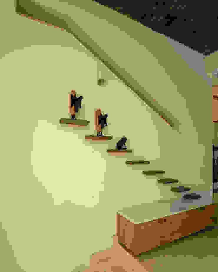 Ink Architecture الممر الحديث، المدخل و الدرج