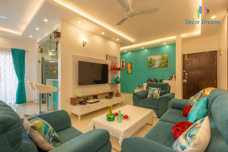 Brigade Meadows, 3 BHK—Dr. Usha & Dr. Mohan:  Living room by DECOR DREAMS
