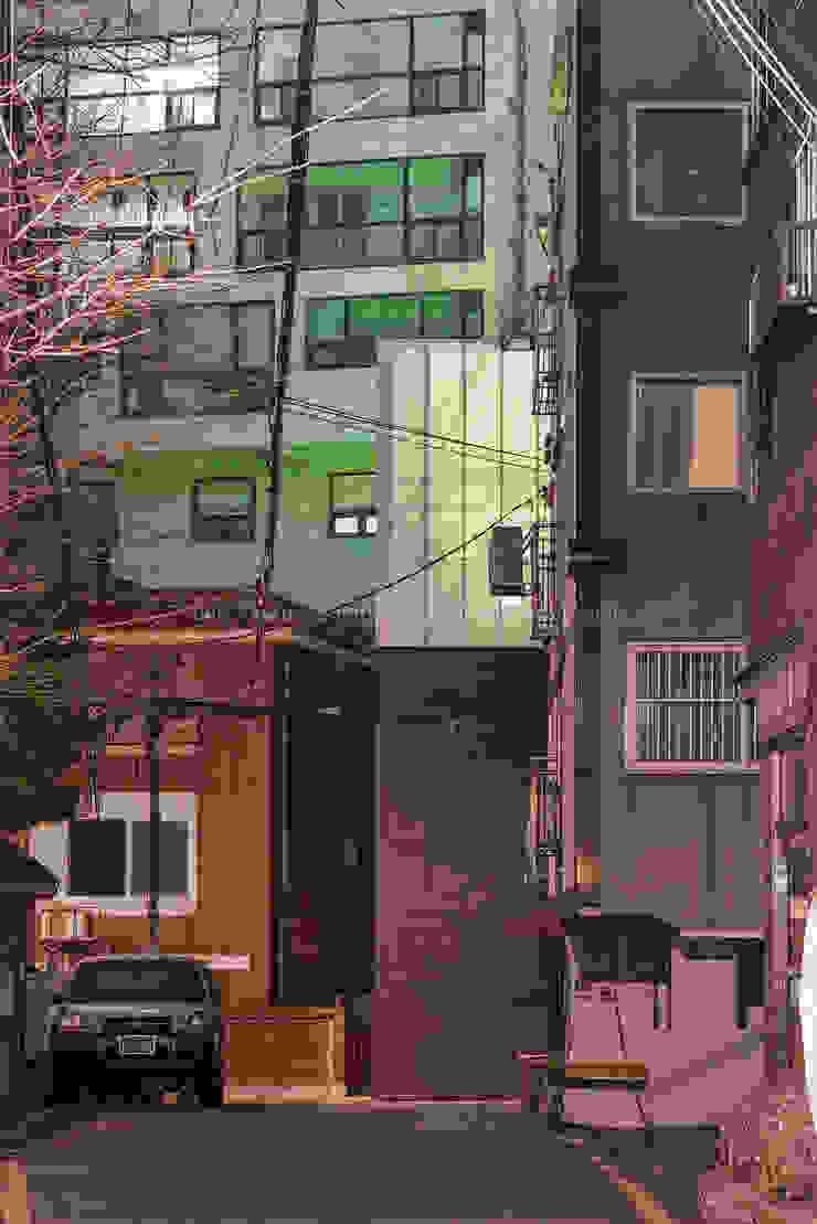 합정 면면면(面綿丏) _ Myun, Myun, Myun(Façade,Connect,Screen): 씨:드 아키텍츠 (CIID Architects)의 현대 ,모던